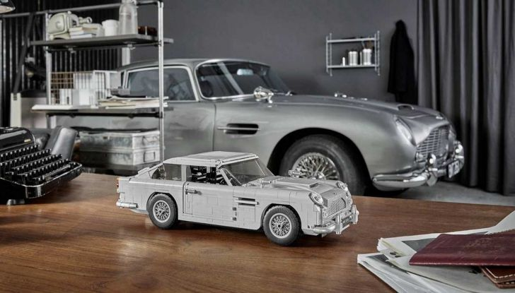 Aston Martin DB5 di James Bond diventa un set LEGO - Foto 1 di 15