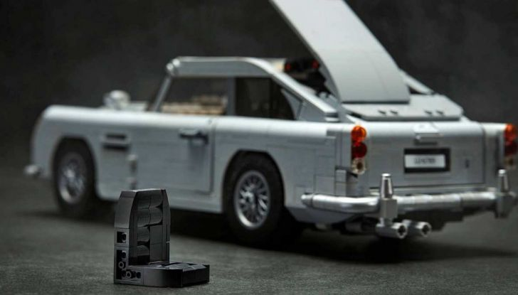 Aston Martin DB5 di James Bond diventa un set LEGO - Foto 15 di 15