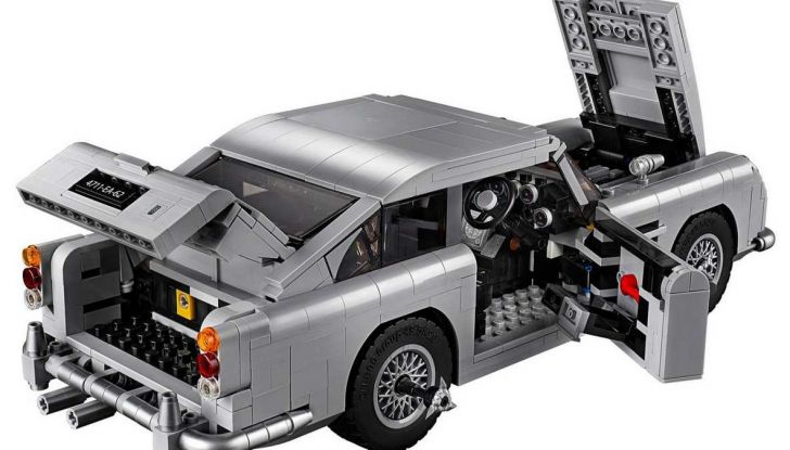 Aston Martin DB5 di James Bond diventa un set LEGO - Foto 4 di 15