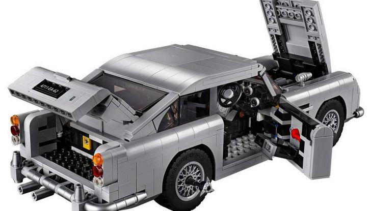 Aston Martin DB5 di James Bond diventa un set LEGO - Foto 4 di 15