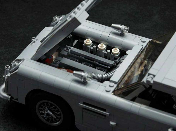 Aston Martin DB5 di James Bond diventa un set LEGO - Foto 6 di 15