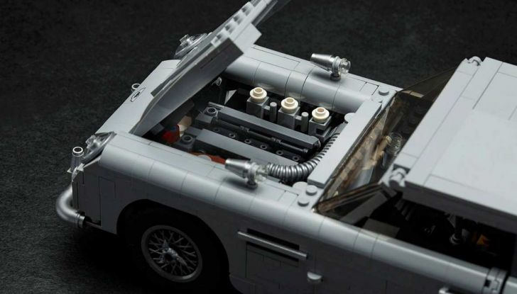 Aston Martin DB5 di James Bond diventa un set LEGO - Foto 6 di 15