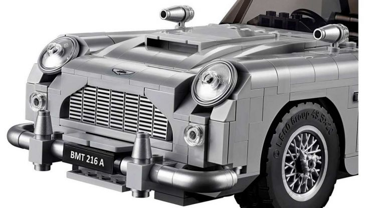 Aston Martin DB5 di James Bond diventa un set LEGO - Foto 8 di 15