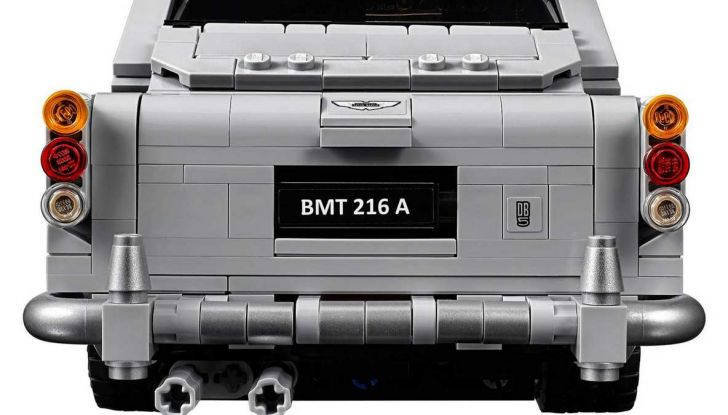 Aston Martin DB5 di James Bond diventa un set LEGO - Foto 10 di 15