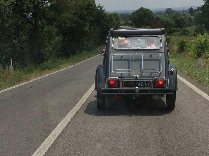 Citroen 2CV 70th Anniversary prova su strada e storia dell'auto - Foto 1 di 7