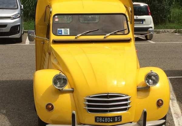 Citroen 2CV 70th Anniversary prova su strada e storia dell'auto - Foto 4 di 7