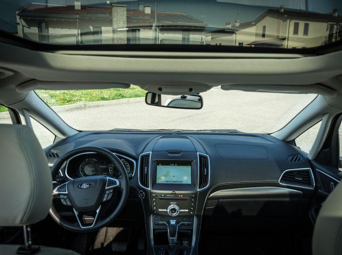 Ford S-Max Vignale, prova su strada: monovolume da 180CV e 7 posti - Foto 22 di 32