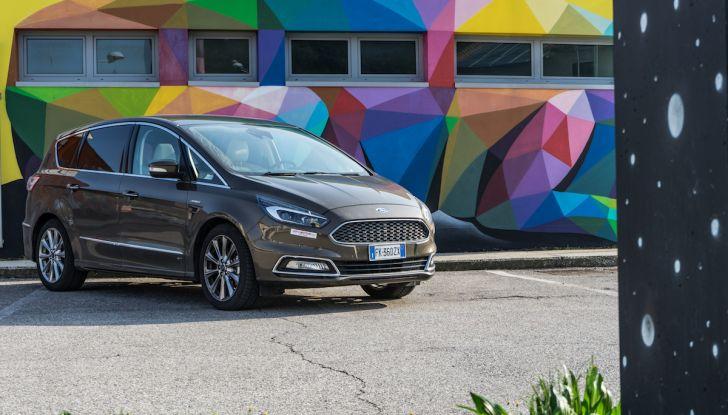 Ford S-Max Vignale, prova su strada: monovolume da 180CV e 7 posti - Foto 26 di 32