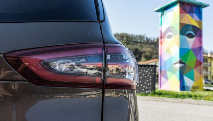 Ford S-Max Vignale, prova su strada: monovolume da 180CV e 7 posti - Foto 28 di 32