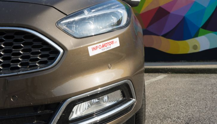 Ford S-Max Vignale, prova su strada: monovolume da 180CV e 7 posti - Foto 31 di 32
