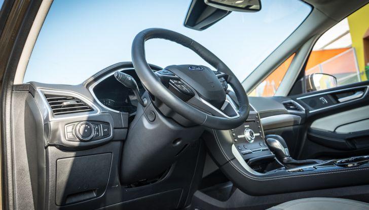 Ford S-Max Vignale, prova su strada: monovolume da 180CV e 7 posti - Foto 12 di 32