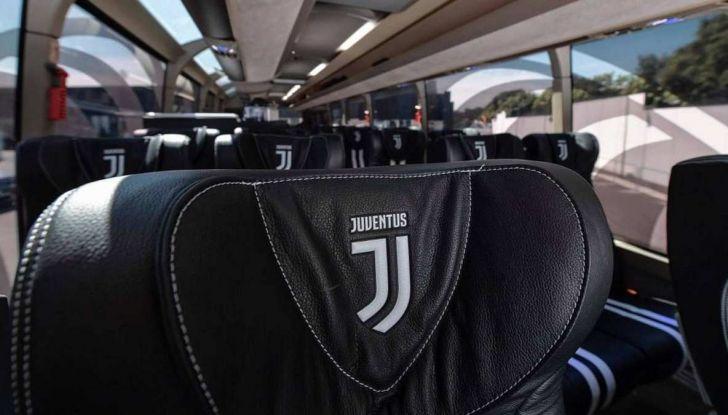 Garage Italia Customs firma il pullman zebrato della Juventus - Foto 3 di 8