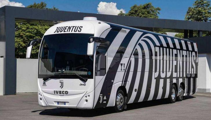 Garage Italia Customs firma il pullman zebrato della Juventus - Foto 1 di 8