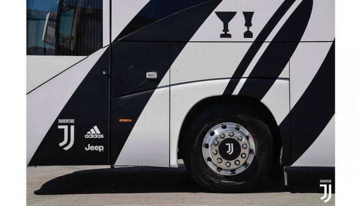 Garage Italia Customs firma il pullman zebrato della Juventus - Foto 4 di 8