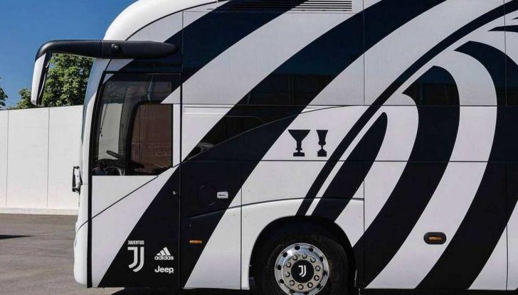 Garage Italia Customs firma il pullman zebrato della Juventus - Foto 2 di 8