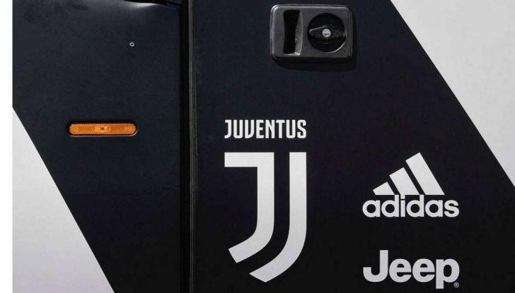 Garage Italia Customs firma il pullman zebrato della Juventus - Foto 6 di 8