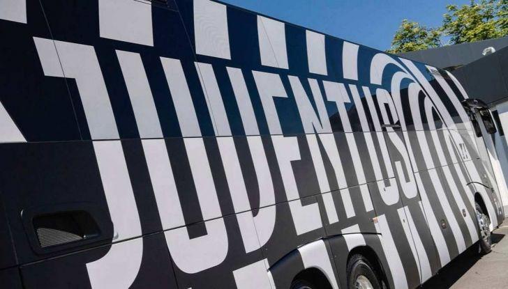 Garage Italia Customs firma il pullman zebrato della Juventus - Foto 8 di 8
