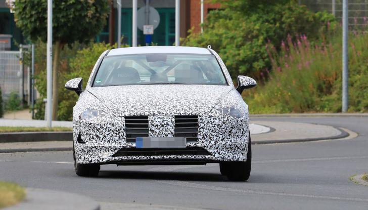 Nuova Hyundai i40 2020: berlina senza compromessi verso la guida autonoma - Foto 13 di 26