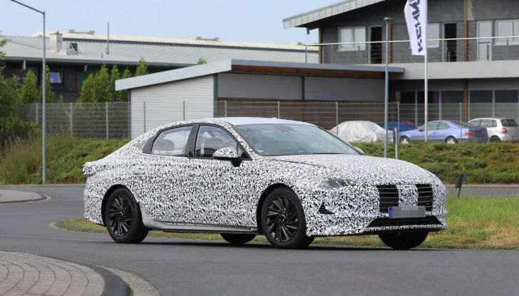 Nuova Hyundai i40 2020: berlina senza compromessi verso la guida autonoma - Foto 15 di 26