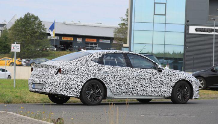 Nuova Hyundai i40 2020: berlina senza compromessi verso la guida autonoma - Foto 18 di 26