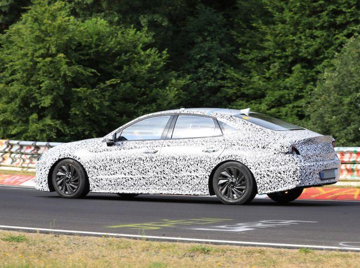 Nuova Hyundai i40 2020: berlina senza compromessi verso la guida autonoma - Foto 8 di 26