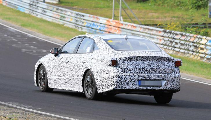 Nuova Hyundai i40 2020: berlina senza compromessi verso la guida autonoma - Foto 10 di 26