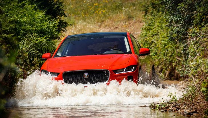 Jaguar I-Pace è Auto dell'Anno 2019 - Foto 14 di 25