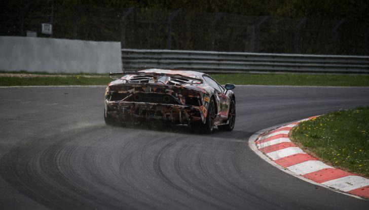 Lamborghini Aventador SVJ, record al Nurburgring: è la più veloce di sempre - Foto 7 di 11