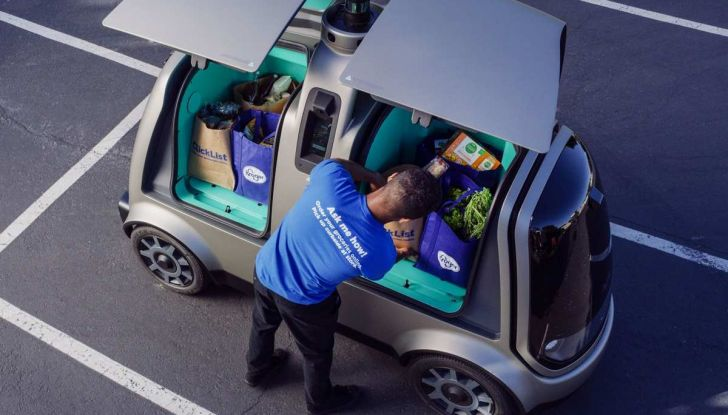 L'auto a guida autonoma consegna la spesa ordinata online - Foto 3 di 6