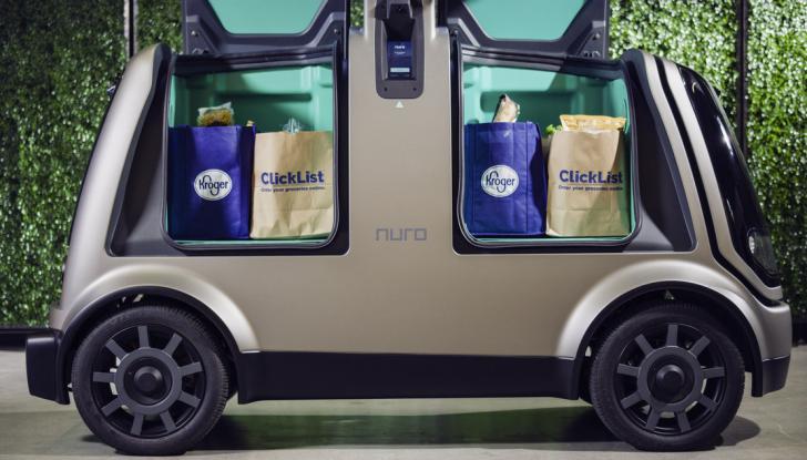 L'auto a guida autonoma consegna la spesa ordinata online - Foto 5 di 6