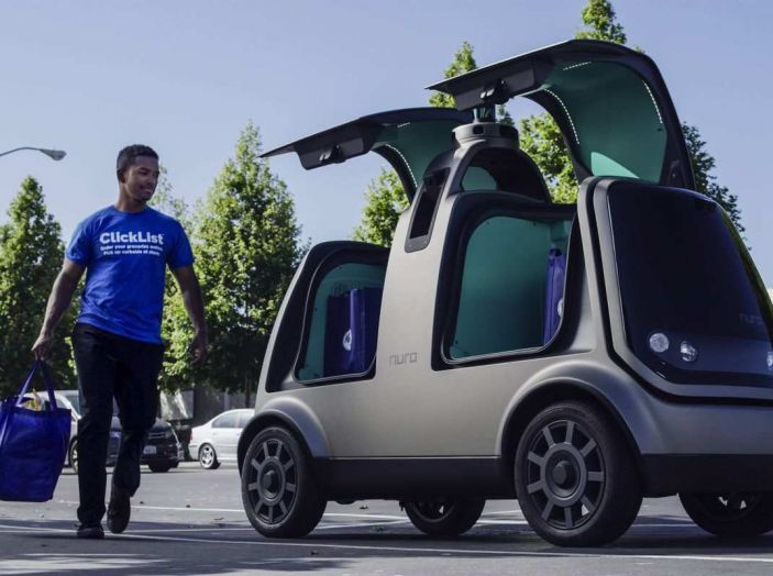 L'auto a guida autonoma consegna la spesa ordinata online - Foto 4 di 6