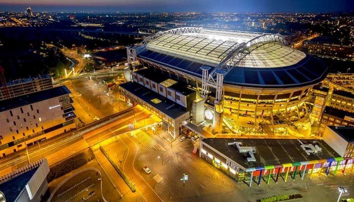 L'energia di Nissan LEAF alimenta lo stadio di Amsterdam - Foto 1 di 7