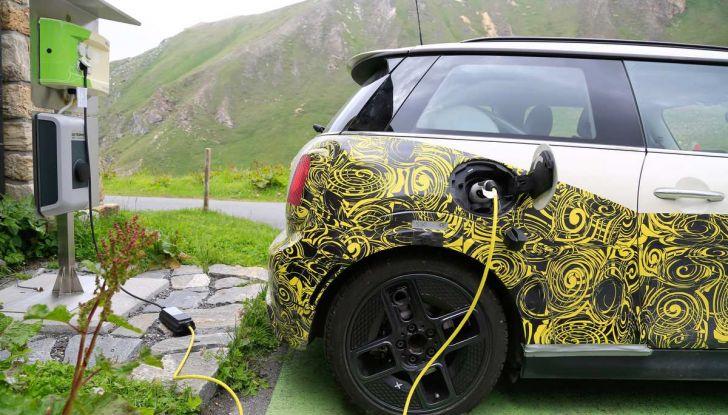MINI Cooper E elettrica 2019 quasi pronta al debutto - Foto 10 di 14