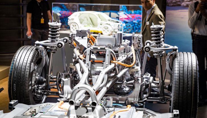 Mercedes-Benz EQC: il SUV elettrico della stella presentato a Stoccolma - Foto 14 di 59