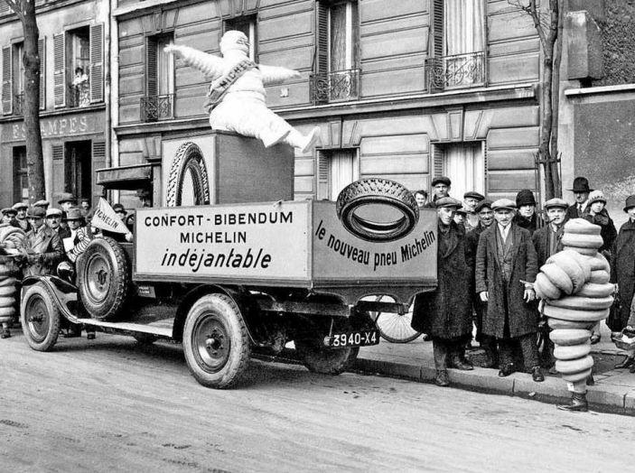 Omino Michelin, compie 120 anni l'icona degli pneumatici - Foto 1 di 9