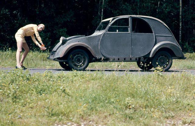 "Citroën 2 CV: La ""Toute Petite Voiture"" - Foto 9 di 14"