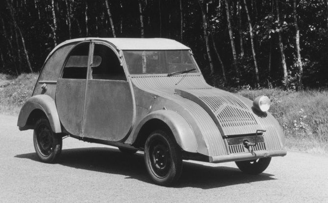 "Citroën 2 CV: La ""Toute Petite Voiture"" - Foto 10 di 14"
