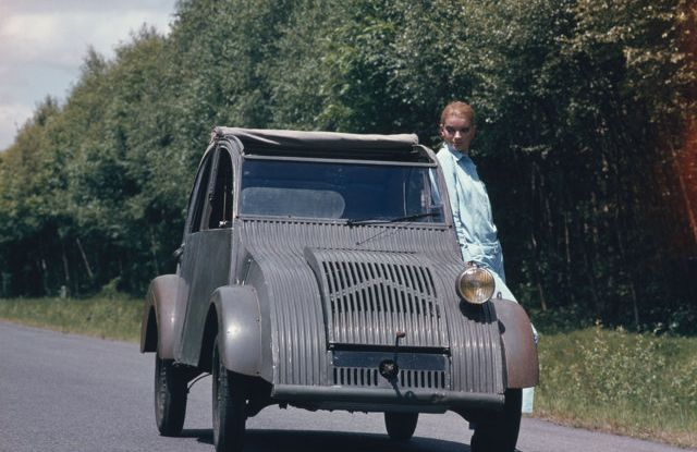 "Citroën 2 CV: La ""Toute Petite Voiture"" - Foto 12 di 14"
