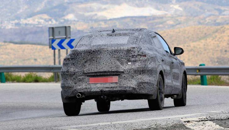 Renault Captur Coupe, dati e immagini del crossover compatto - Foto 2 di 21