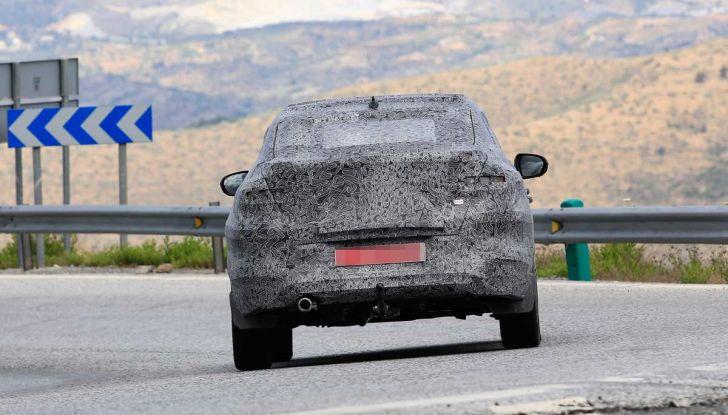 Renault Captur Coupe, dati e immagini del crossover compatto - Foto 4 di 21