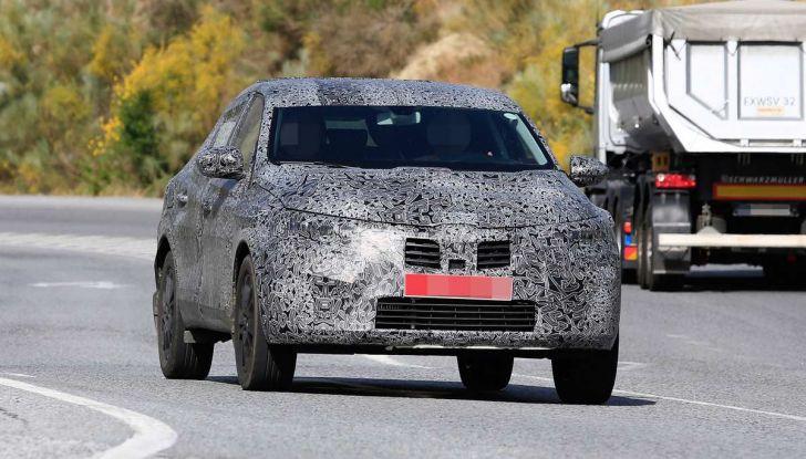 Renault Captur Coupe, dati e immagini del crossover compatto - Foto 6 di 21