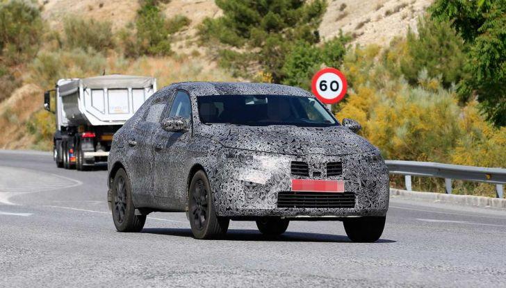 Renault Captur Coupe, dati e immagini del crossover compatto - Foto 7 di 21