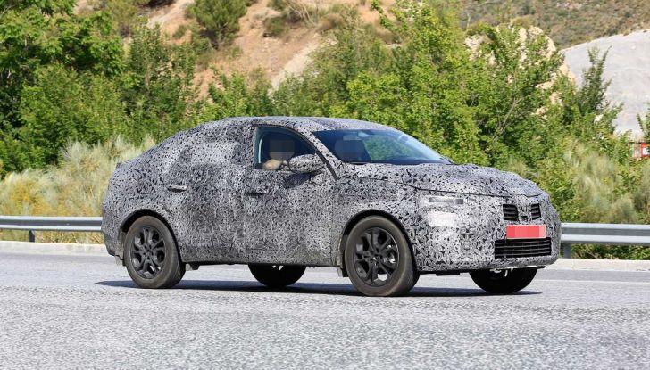 Renault Captur Coupe, dati e immagini del crossover compatto - Foto 11 di 21