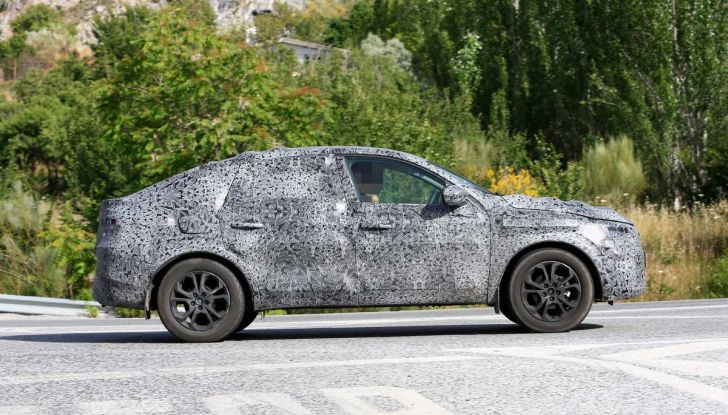 Renault Captur Coupe, dati e immagini del crossover compatto - Foto 8 di 21