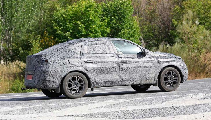 Renault Captur Coupe, dati e immagini del crossover compatto - Foto 13 di 21