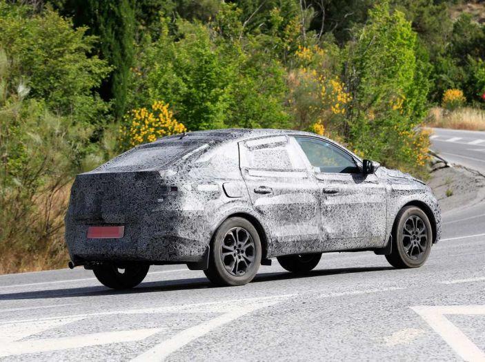 Renault Captur Coupe, dati e immagini del crossover compatto - Foto 3 di 21