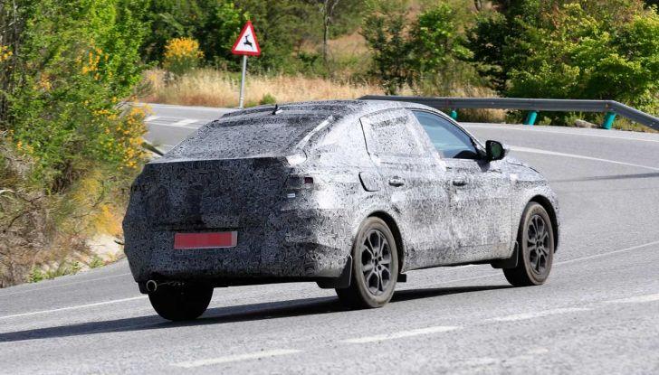 Renault Captur Coupe, dati e immagini del crossover compatto - Foto 15 di 21