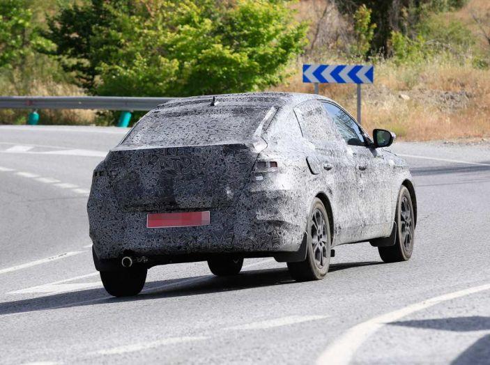Renault Captur Coupe, dati e immagini del crossover compatto - Foto 16 di 21