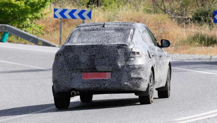Renault Captur Coupe, dati e immagini del crossover compatto - Foto 17 di 21
