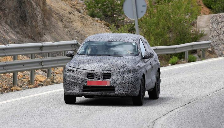 Renault Captur Coupe, dati e immagini del crossover compatto - Foto 18 di 21